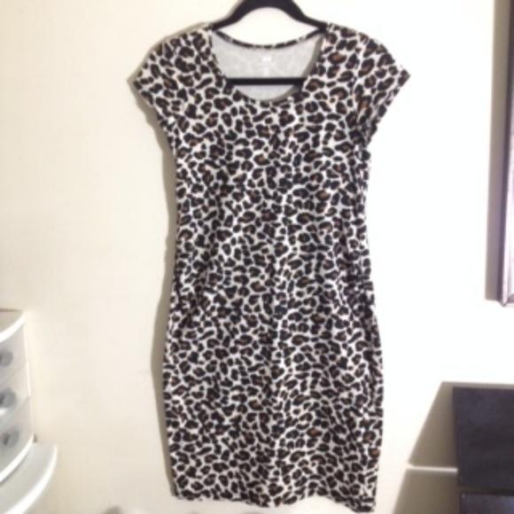 dc13cf965f71 H&M Dresses & Skirts - H & M MAMA Maternity Leopard Print Dress Small